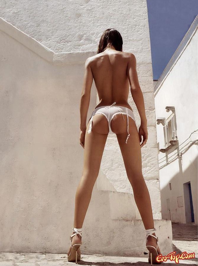 Эротичные длинные ножки, ну очень огромные сиськи смотреть порно онлайн