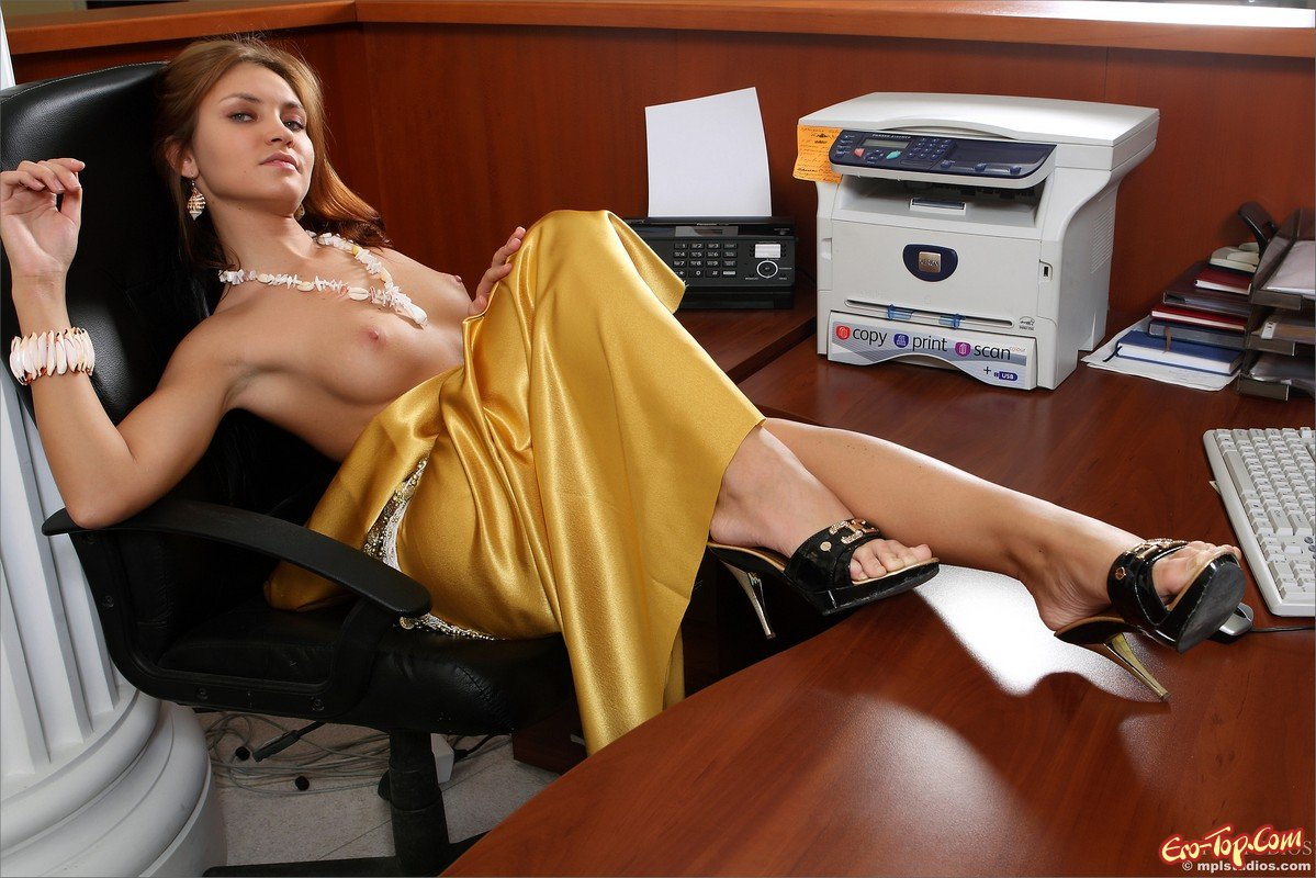 Office nudes — photo 5