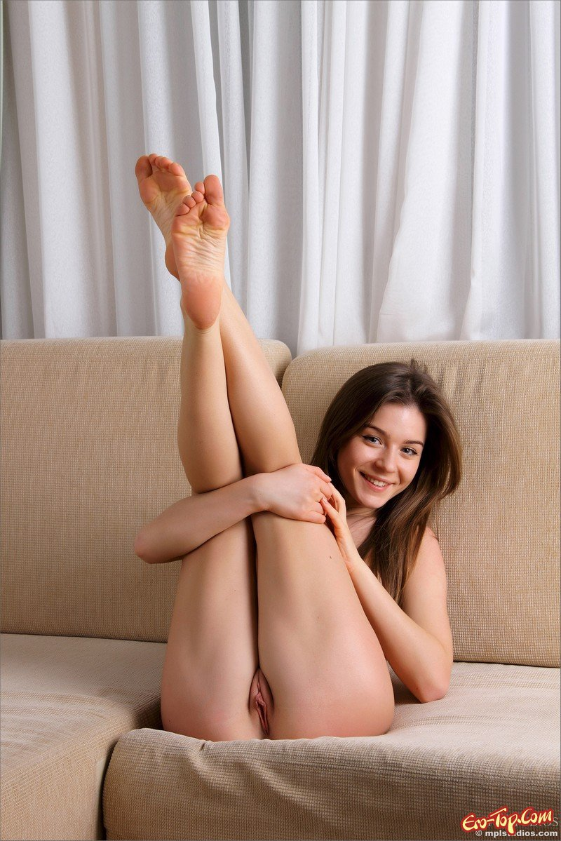 cute-naked-girl-legs-up