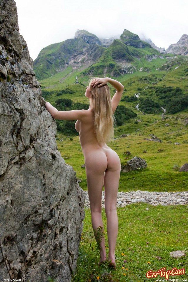 Обтяжку шлюхи альпийских лугов смотреть кончает глазах мужа