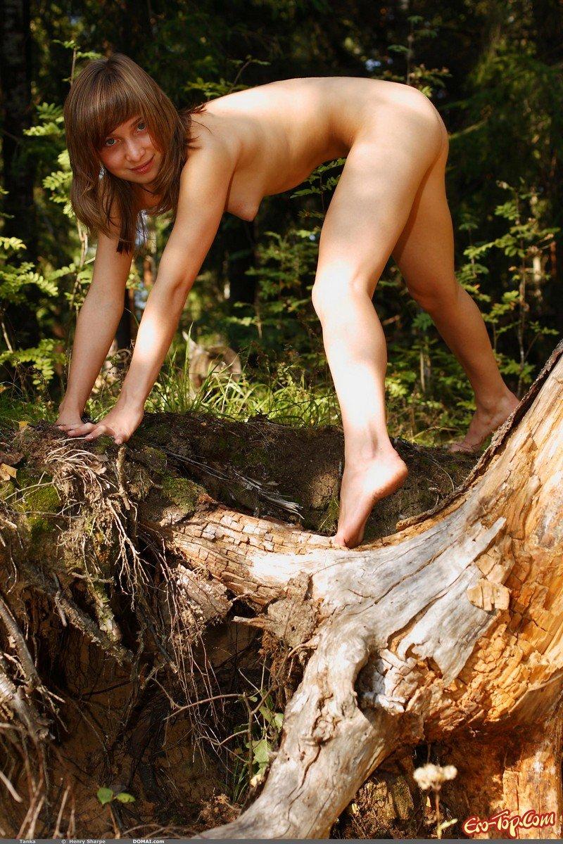 голая таня в лесу похоже правду