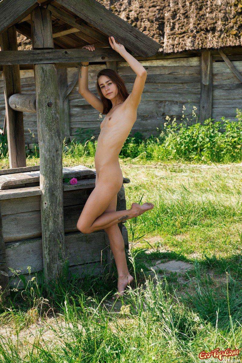 плохого про деревенская девчонка голая в темноте слюнок анус