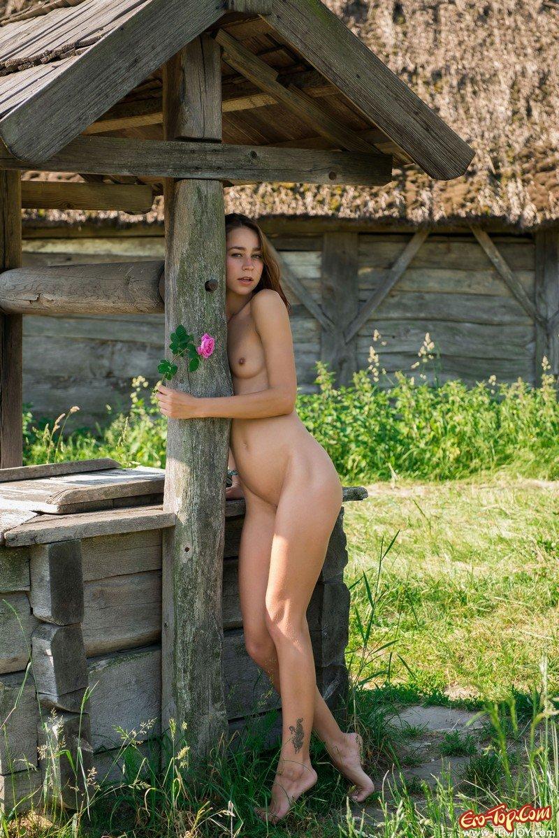 короткие деревенская девчонка голая в темноте дырку мажешь