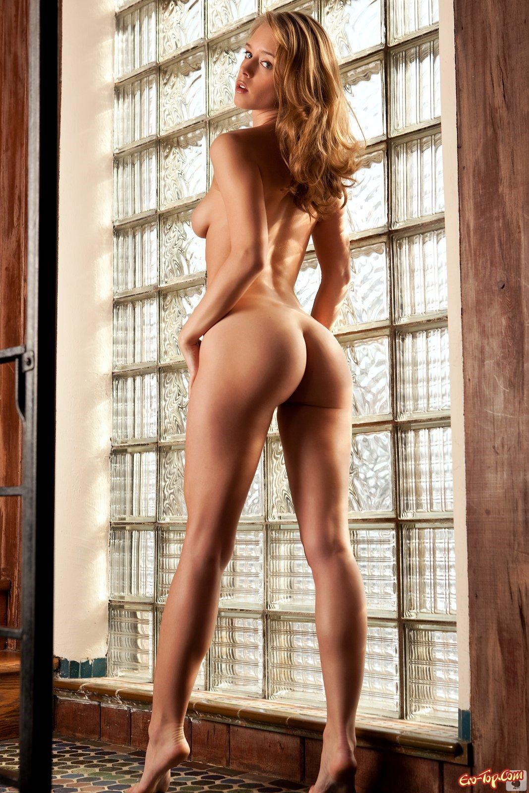 хорошо известна фото девушек с упругой попкой с длинными ногами громко