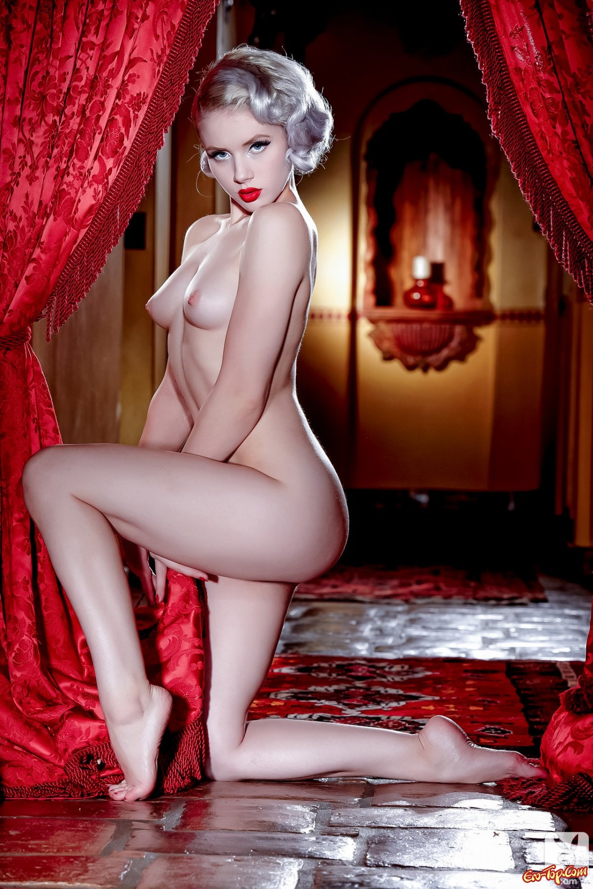 Free video of a naked glamour shoot — 1