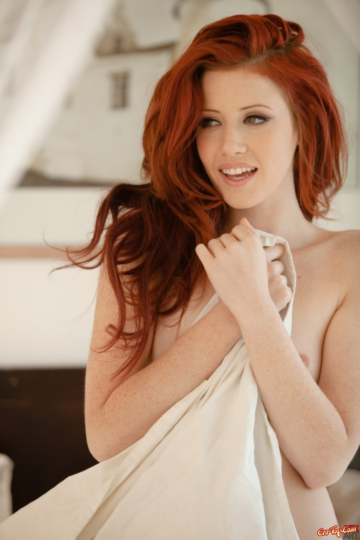 young-redhead-stripper-naked-gomez-naked-hot