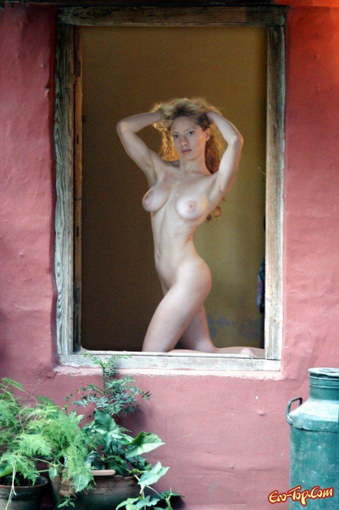 чувствуйте себя голая в окне онлайн австрийской