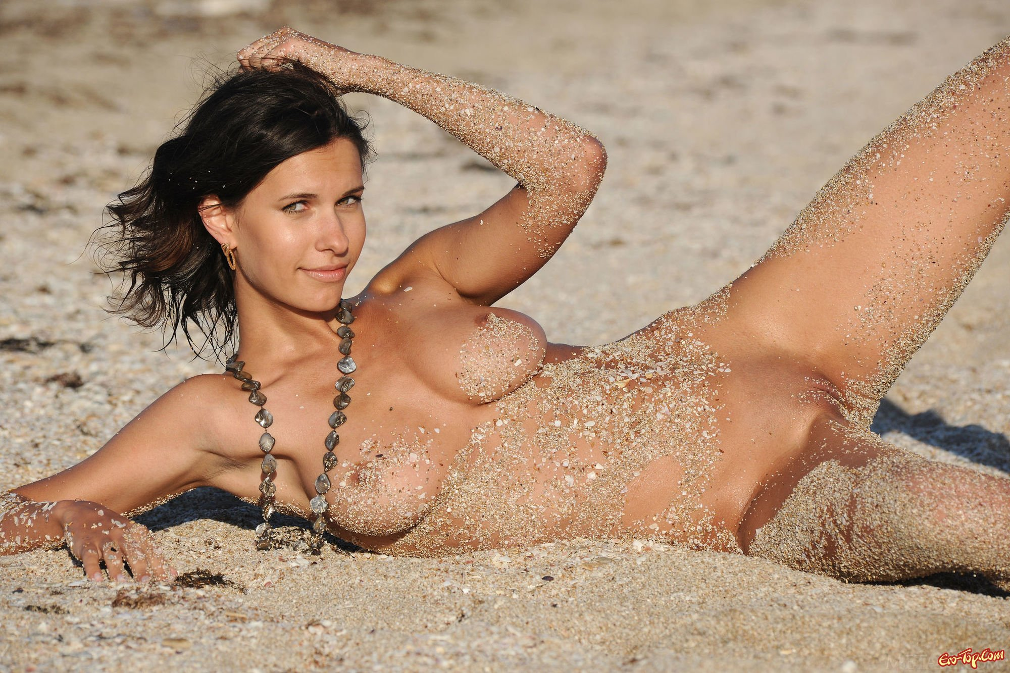 about-wife-nude-girls-playing-in-sand
