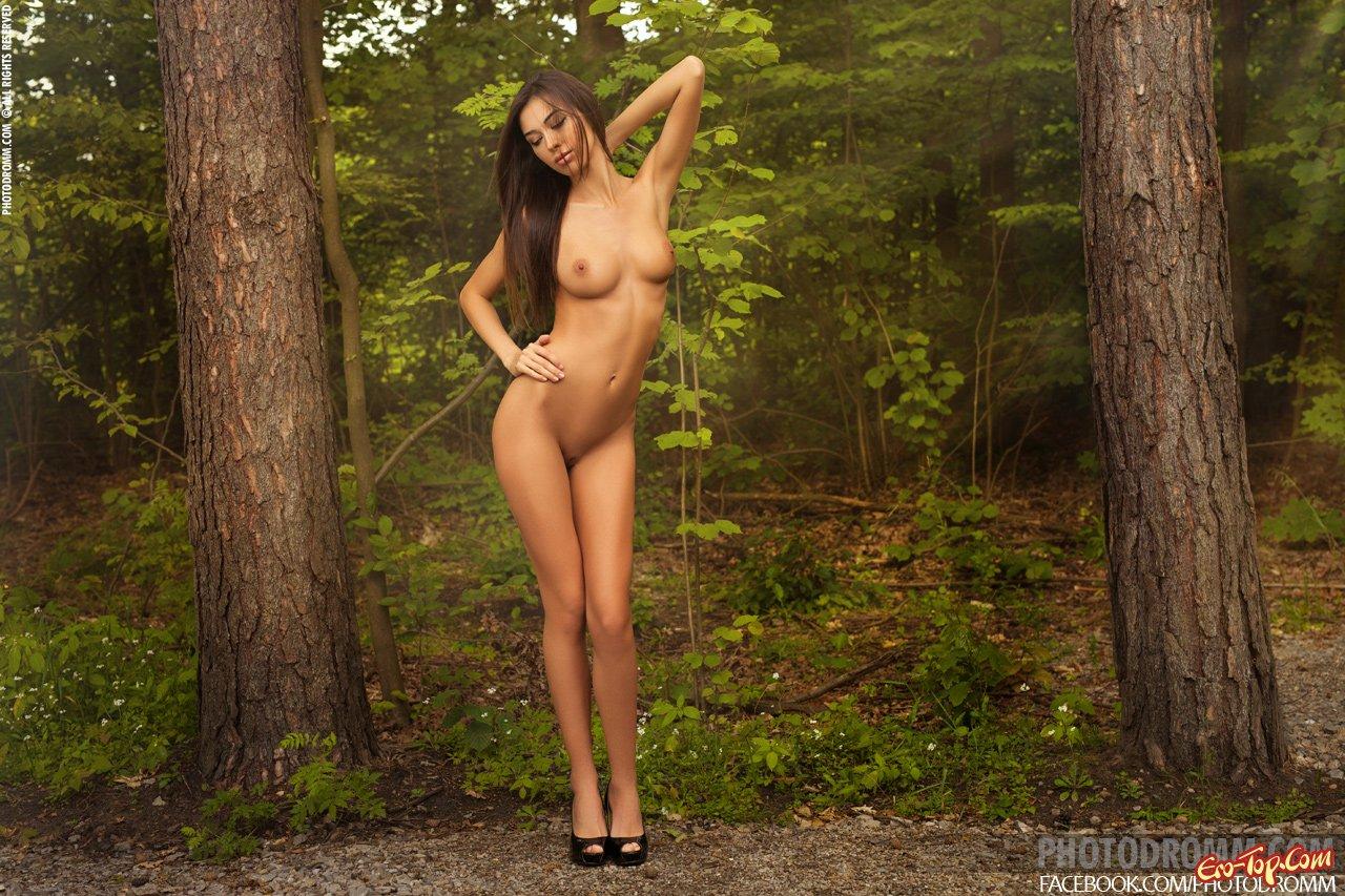 Видео обнаженка в лесу от маши, прекрасная минетчица фото