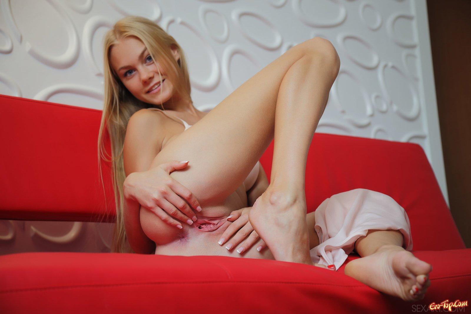 Горячая сучка с красивым бюстом порно