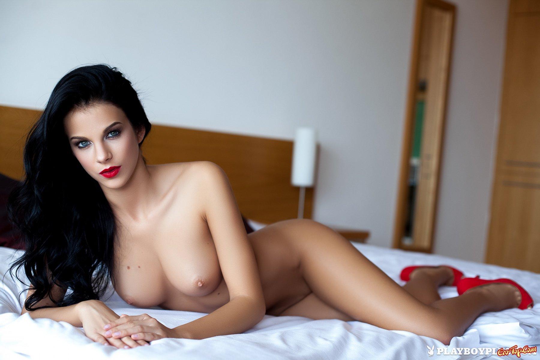 krasivie-devushki-foto-bryunetki-erotika-seks-super-seksualnoy-devushkoy
