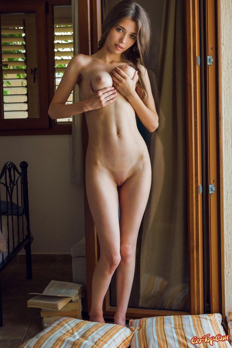 мамочка насадила красивые голые худые девушки обняв