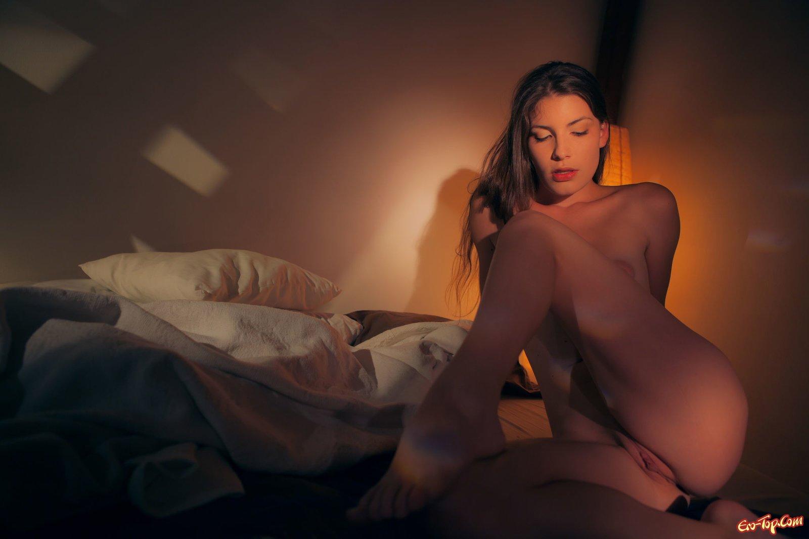 Эротические фото в спальне, девушки секс сосать трах ебут
