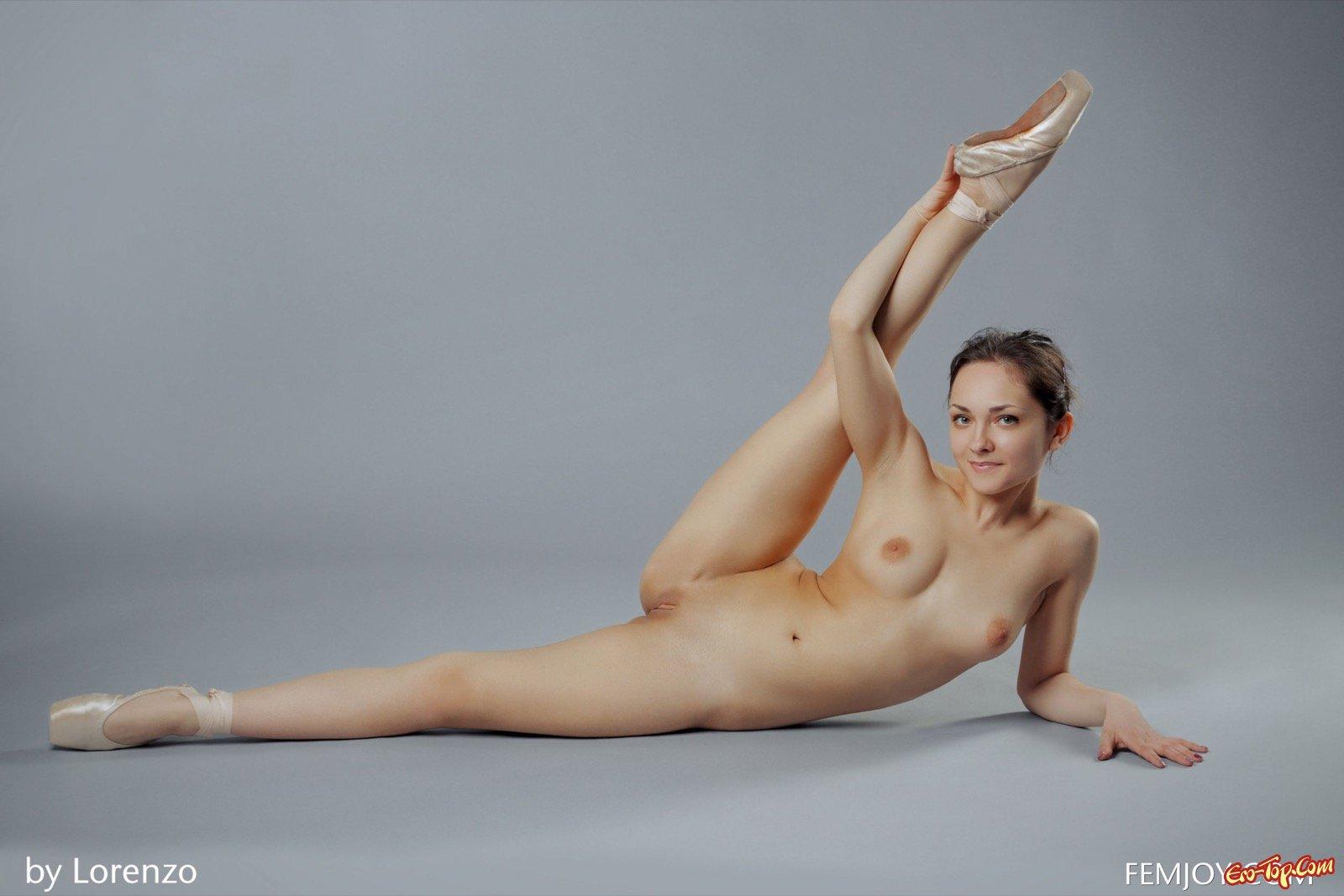 голые балерины на шпагате