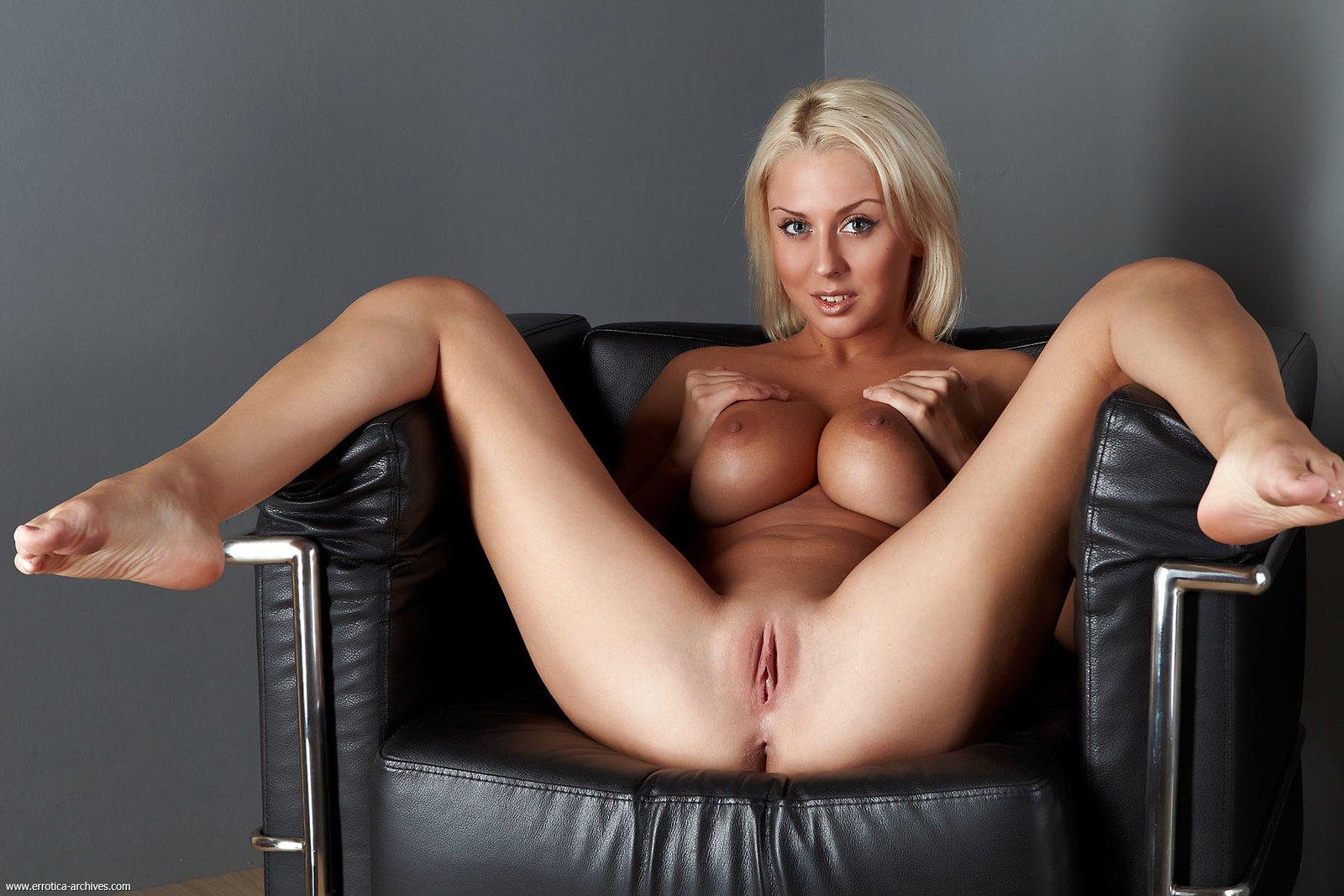 amanda-knox-fake-nudes-twins-and-sexual-orientation