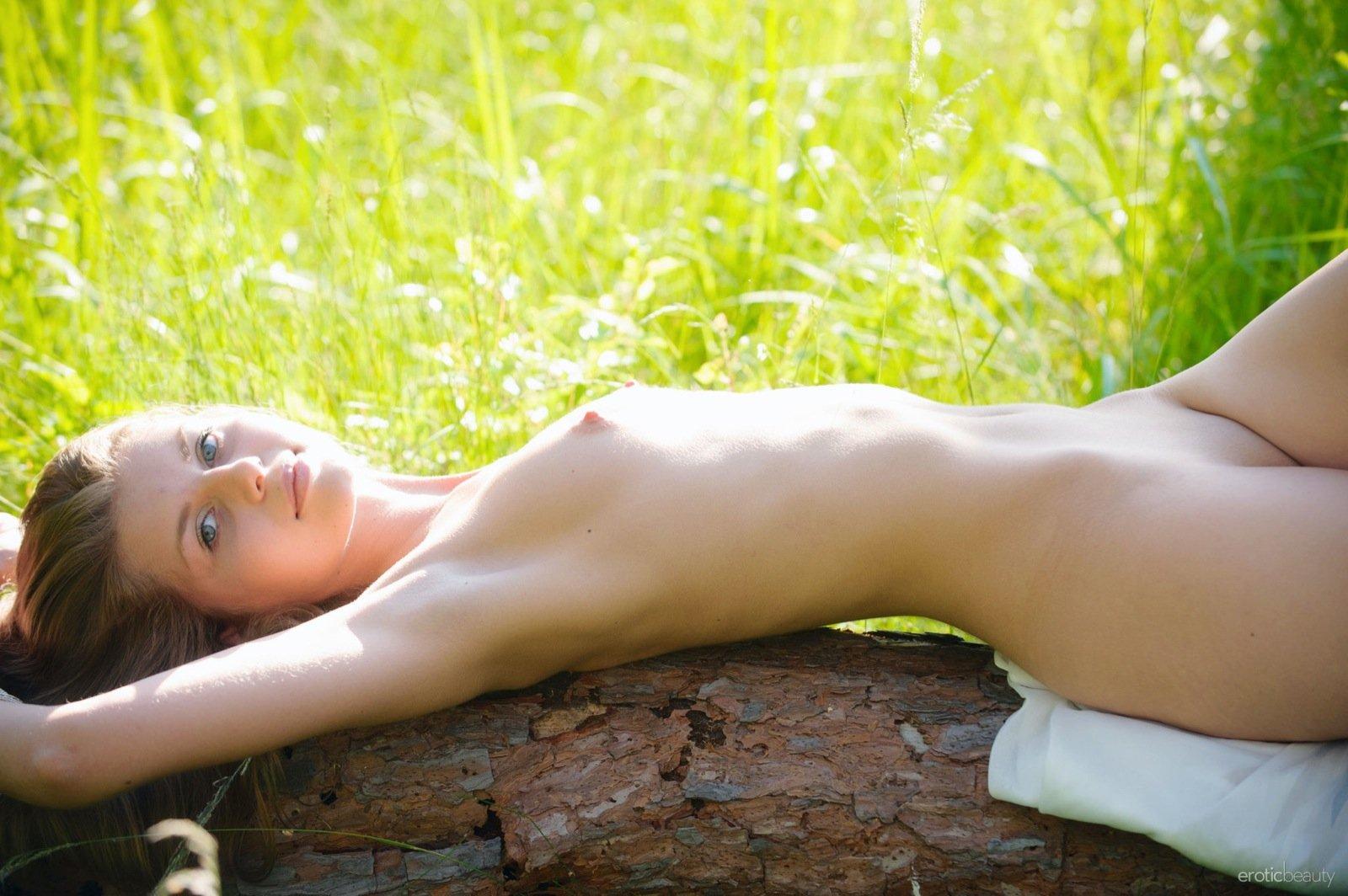 hill-nude-annushka