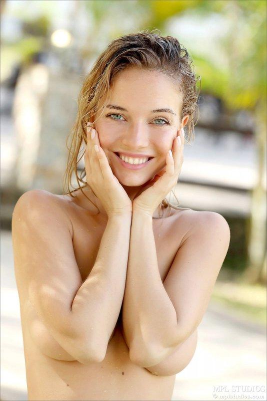 Секси модель с красивой грудью